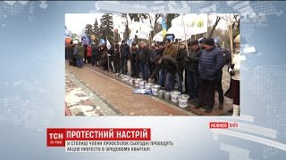 У центрі Києва представники профспілок вимагають підвищення зарплатні та зниження тарифів