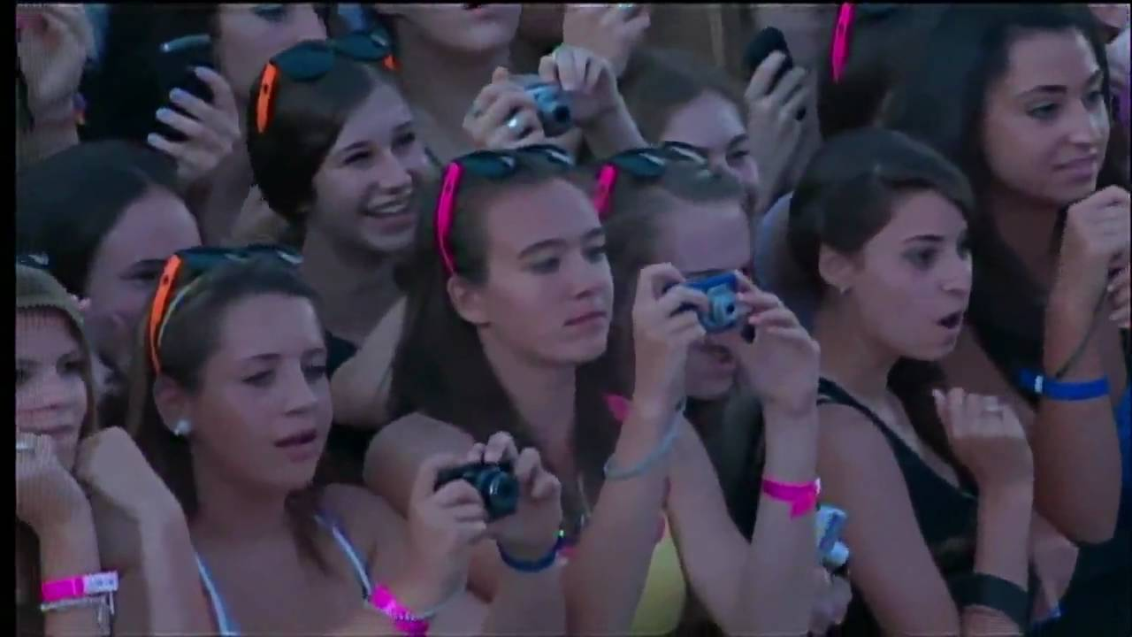 Party In The Usa By Miley Cyrus Ft Justin Bieber Live In Much Music Video Awards Youtube
