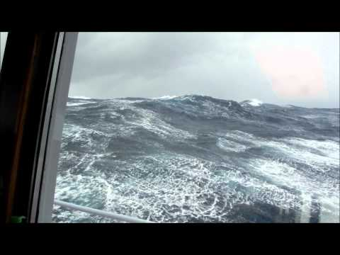 Sailing home with the Warber (bad weather at north atlantic)
