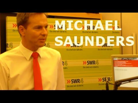 SWR 4 - Moderator Michael Saunders im SWR Radio-Studio Stuttgart - Besuch im Studio