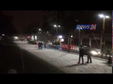 Durrësi zbardhet nga bora