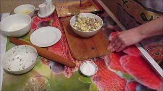 Пирожки из слоеного теста с рыбой и яйцом