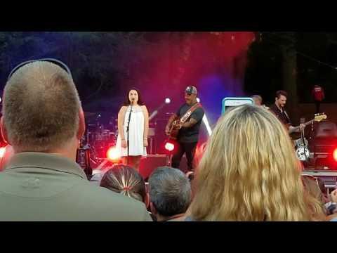 Aaron Lewis WITH Zoe Jane LIVE- Travelin Soldier