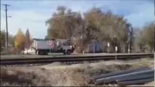 Поезд снес грузовик