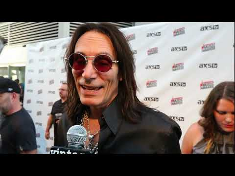 2017 Loudwire Music Awards: Steve Vai Interview