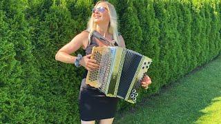 Die lustige CLAUDIA spielt das TROMPETENECHO auf ihrer Steirischen Harmonika!