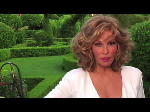 Raquel Welch filma con Eugenio Derbez