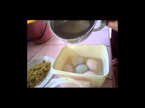 ทำไข่เค็มกลิ่นใบเตย-ตะไคร้