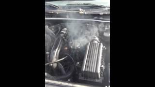 Voiture enbraillage et moteur qui fume