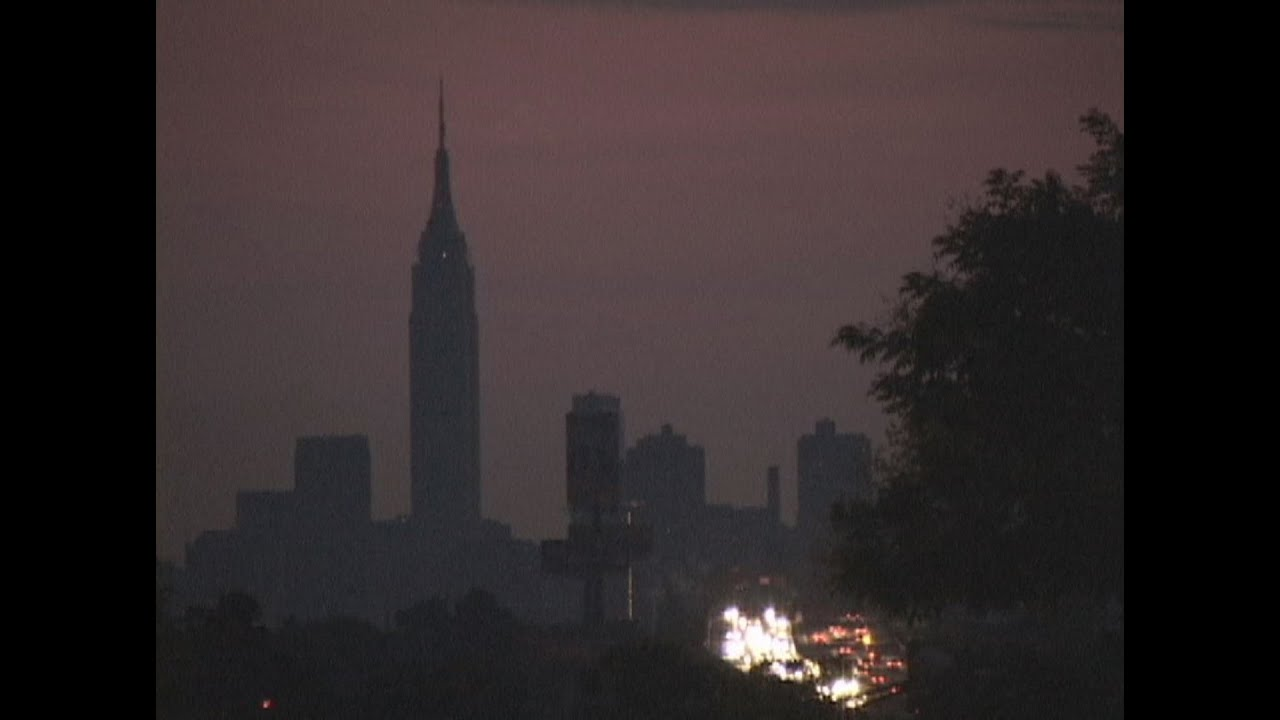 Photos of the 2003 Blackout: When the Northeast Went Dark