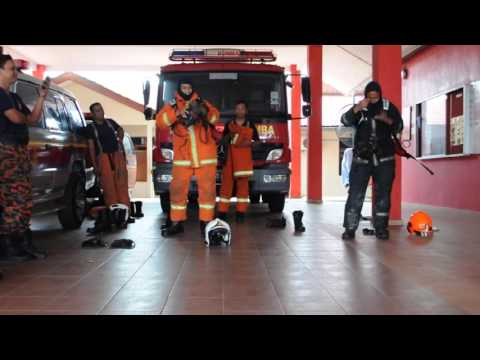 Fire and Rescue Bomba Malaysia PPE Challenge - Firefighter vs Fire Chief