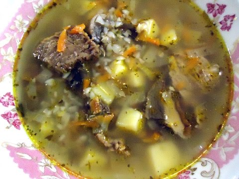 Мясной суп с грибами и гречкой