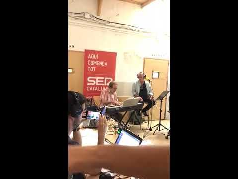 """Joan Isaac canta """"A Margalida"""" a la pressó Model de Barcelona"""