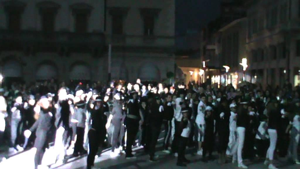 Flash mob monfalcone black or white