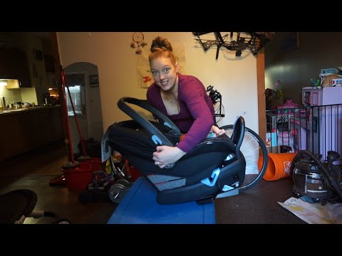 Peg Perego Primo Viaggio Infant Car Seat Review. Day 16 Vlogtober.