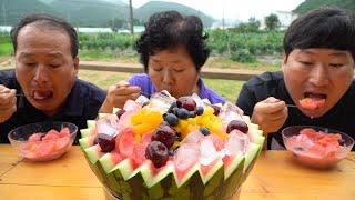 통수박에 각종 과일, 시원한 얼음 띄운 수박 화채!! …