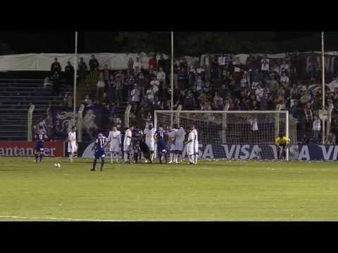 Defensor Sporting 2 cruzeiro 0 .... Gooool  de Gedoz de tiro libre