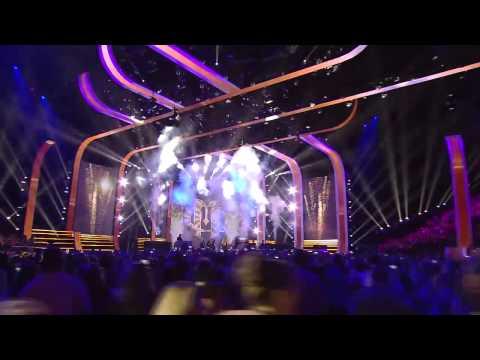 Carrie Underwood & Miranda Lambert at 2014 CMT Music Awards