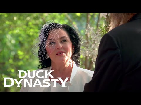 Duck Dynasty: Heartwarming Robertson Family Moments | A&E