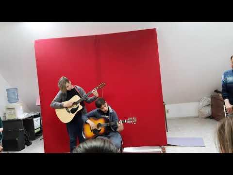 "Роман Кореневский и Борис Глушков (дуэт гитаристов из ""Эврики"". ""Перемен"" (В . Цой )"