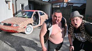 Otac i sin seljačine u autu od cigli