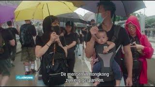 Betogers in Hong Kong de straat op met jongen kinderen