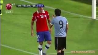 Puñetazo de Luis Suárez a Gonzalo Jara / Luis Suarez Punched Gonzalo Jara Chile vs Uruguay