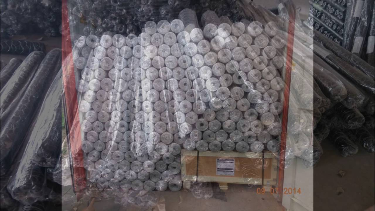 hexagonal wire fence. Woven wire fencing.Animal mesh wire fence ...