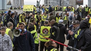 'Yellow Vests' march in Paris for 28th week in a row