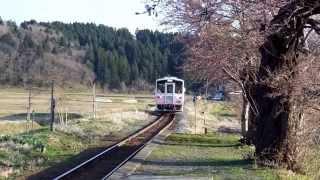 由利高原鉄道 ゆりてつトレイン西滝沢駅到着の様子