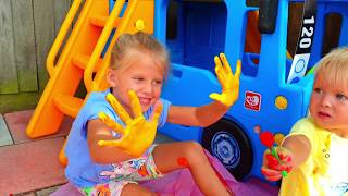 Learn colours with feet print Игры с детьми под песенки для детей ясельного возраста Учим цвета