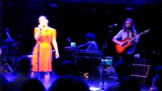 Emiliana Torrini - Nothing Brings Me Down Live @ Paradiso 08