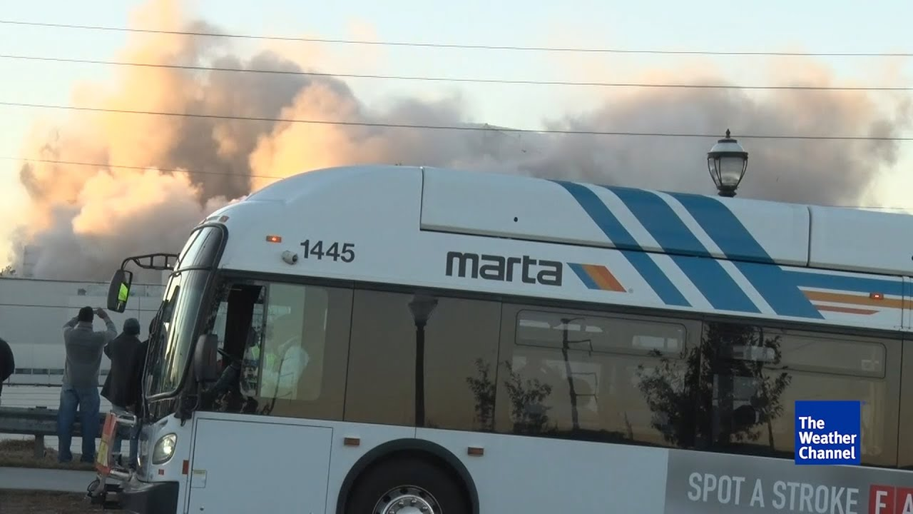 Georgia Dome Implosion Bus >> Bus Parks Directly In Front Of Georgia Dome Implosion Youtube