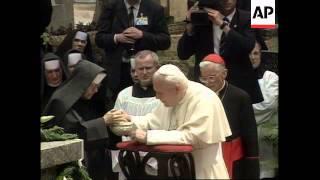 POLAND: KRAKOW: POPE JOHN PAUL II VISITS PARENTS