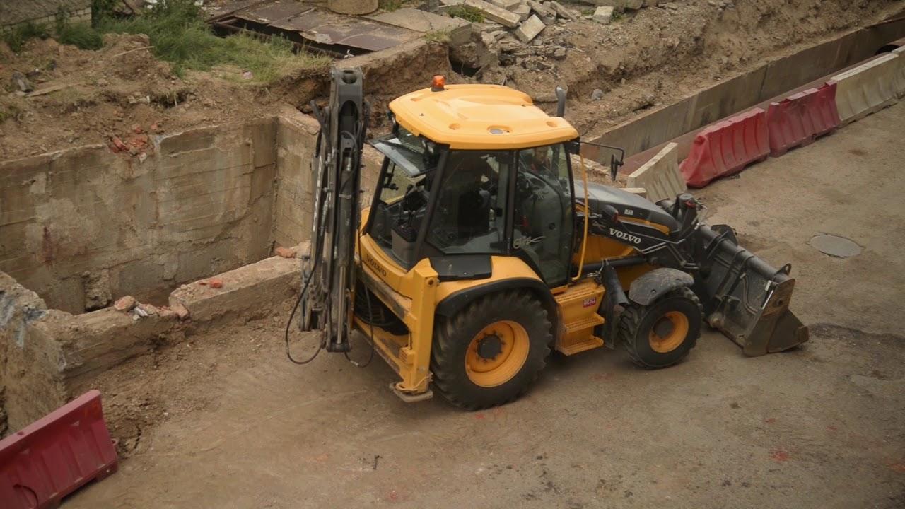 долбит бетон