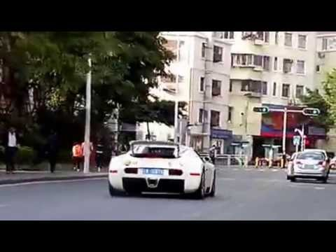 Shenzhen city of Vientiane to play straight line acceleration Bugatti Veyron