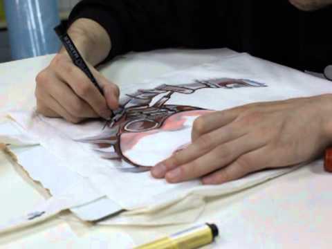 Акриловые краски для ткани появились на отечественном рынке не так давно, и сразу же стали очень популярными. Сегодня нет ни одной компании,