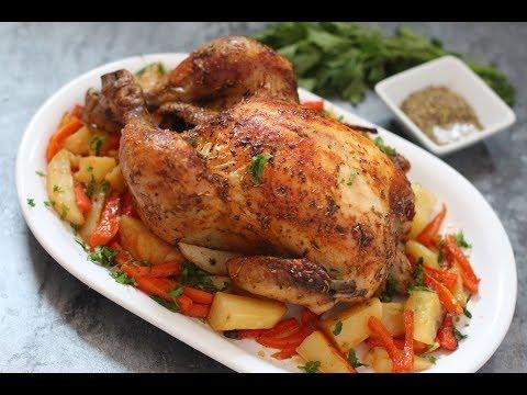 poulet-rôti-sur-un-lit-de-légumes