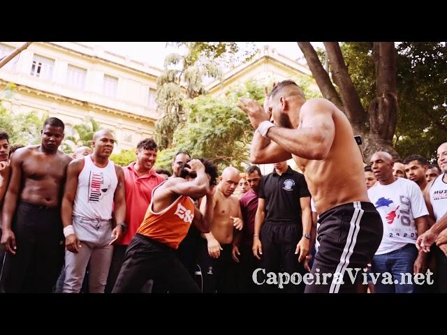 Gugu Quilombola e Tito Santos - Capoeira na Praça da República