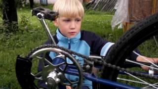 Как надеть цепь в велосипеде.(Сеня с папом ремонтирует велосипед., 2016-08-02T19:03:22.000Z)