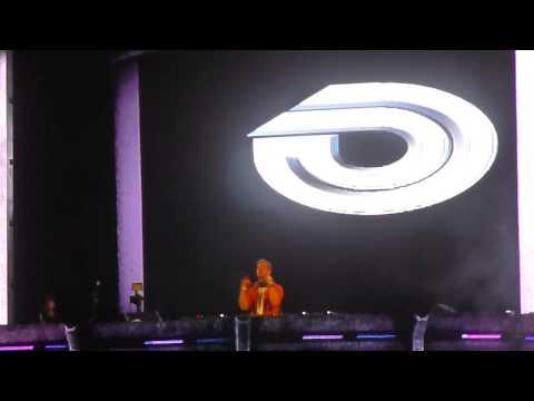 Dash Berlin intro, ASOT 600 Guatemala [HD] -- Hardwell ft Amba Shepherd - Apollo