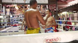 Muay Thai IS FUN - Saenchai clinching with Orono @yokkaoboxing