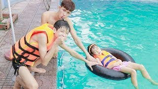 Kids go to Pool Competition Swimming Race! Kids Twinkle Twinkle Little Star Song Children