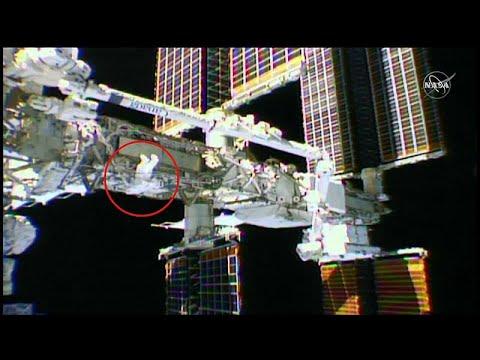 شاهد: رائدا فضاء يستبدلان بطاريات في الهيكل الخارجي لمحطة الفضاء الدولية…  - 19:55-2019 / 10 / 11