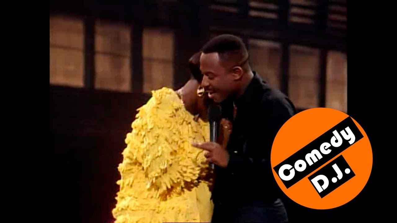 Martin Lawrence greeting guests – Def Comedy Jam (s2ep1)