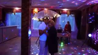Трогательный танец мамы и сына под светящимся зонтом!Автор идеи Юлия Иванова,г.Уяр