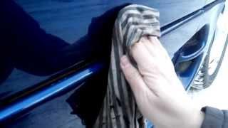 Маленькие хитрости: Убираем мелкие царапины с кузова, подручными средствами.(Очень полезно будет для начинающих водителей и особенно для девушек. Показываю, как с помощью подручных..., 2014-01-08T11:53:49.000Z)