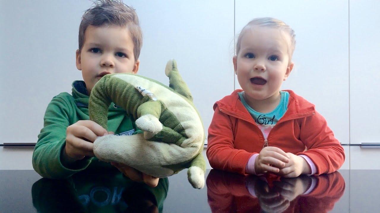 Kinderen 5 en 3 jaar oud vertellen over krokodillen for Poppenhuis kind 2 jaar