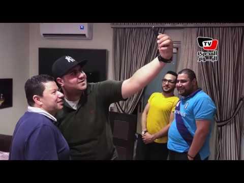 شوف خالد الكردي وهو بيقلد سيادة المستشار مرتضي منصور في منزل رضا عبد العال