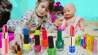 Яна играет в салон красоты с Куклой Настя Дизайн ногтей  Paint the Nail Art designs макияж Make Up